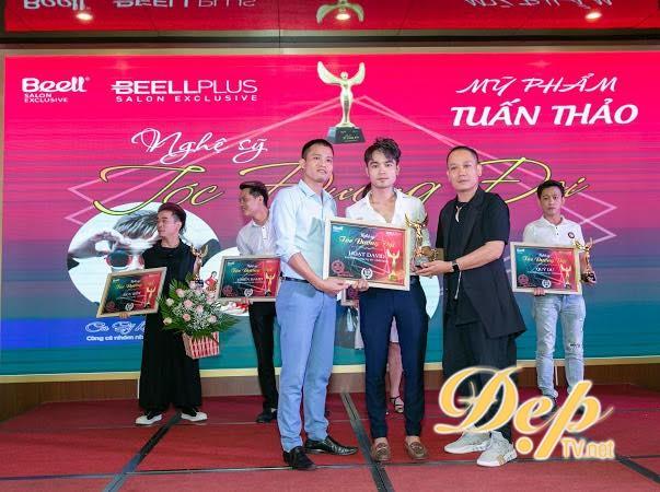 NTMT Nguyễn Văn Hoạt nhận giải thưởng Top salon vàng uy tín chất lượng 2019
