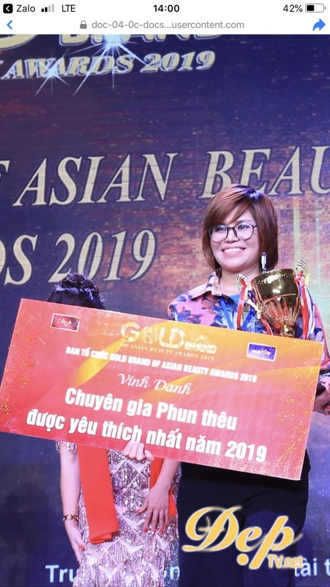"""Tin hot: """"Chuyên gia phun thêu được yêu thích năm 2019"""" Nguyễn Thị Bích Dung """"quên"""" chuyển tiền từ thiện"""