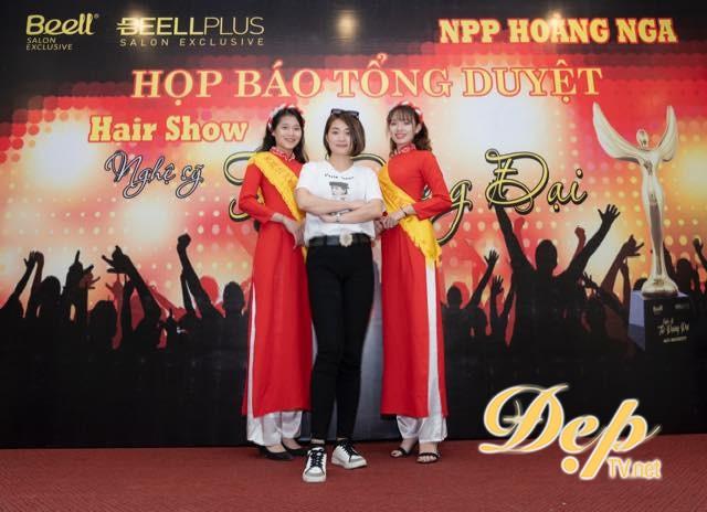 NTMT Võ Thị Thu Huyền nhận vinh danh Nghệ sỹ tài năng 2019 tại Nghệ sỹ tóc đương đại