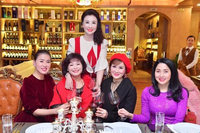 """CEO Phương Miêu – Nữ doanh nhân """"vạn người mê"""" có thu nhập khủng trong giới thẩm mỹ làm đẹp"""
