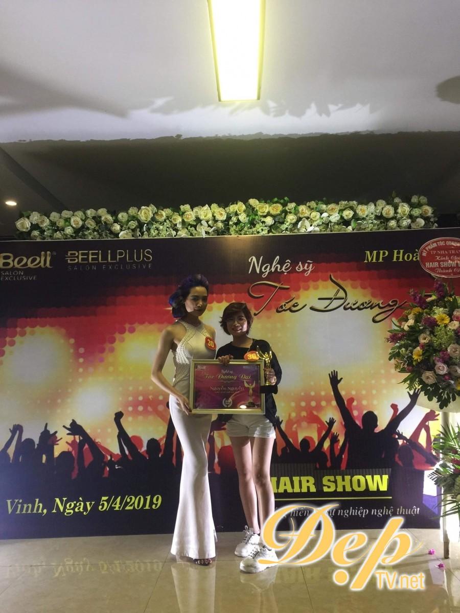 Nhà tạo mẫu tóc Nguyễn Nguyễn xuất sắc nhận giải thưởng Nghệ sĩ trẻ xuất sắc nhất tại Hairshow Nghệ sĩ tóc đương đại 2019