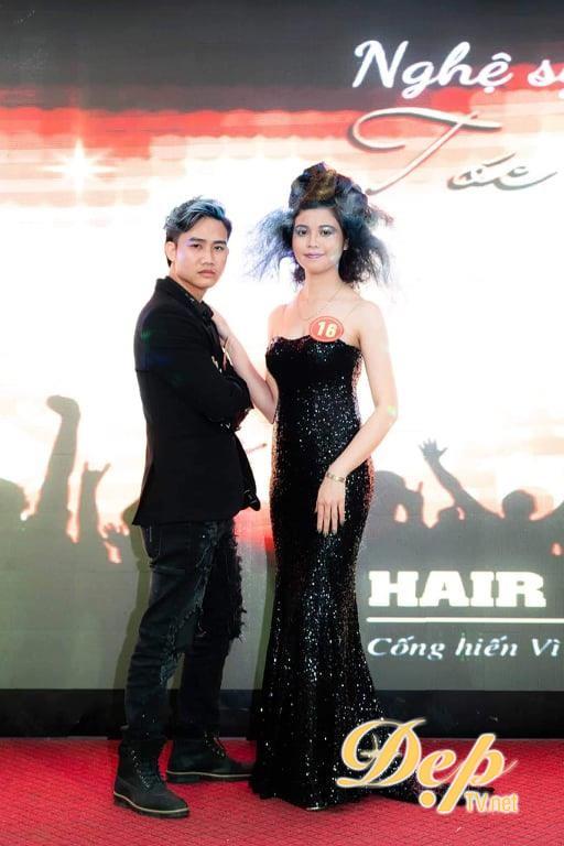 Nhà tạo mẫu tóc Nguyễn Văn Toàn đạt giải thưởng Nghệ sĩ trẻ xuất sắc nhất tại Hairshow Nghệ sĩ tóc đương đại 2019