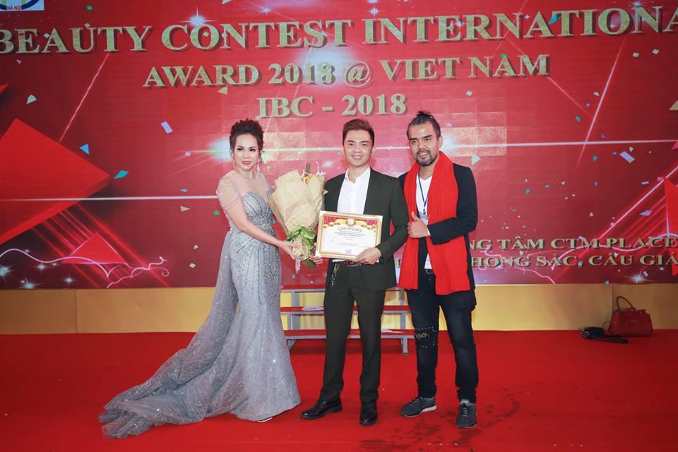 Bài phóng sự: Quán quân phun xăm châu Á Bùi Phi Long  - Chàng học sinh nghèo nhất lớp chinh phục đỉnh cao các cuộc thi quốc tế