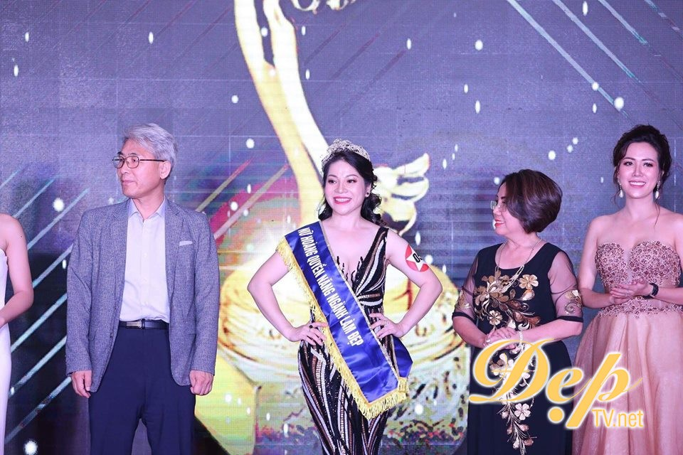 Chuyên gia Phạm Thu Hằng xuất sắc đăng quang ngôi vị nữ hoàng quyền năng ngành làm đẹp – Oscars for Beauty 2018